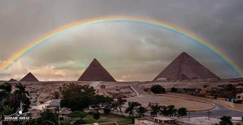 صورة قوس قزح فوق أهرامات الجيزة المصرية اليوم EucwOLmXcAQmJA5
