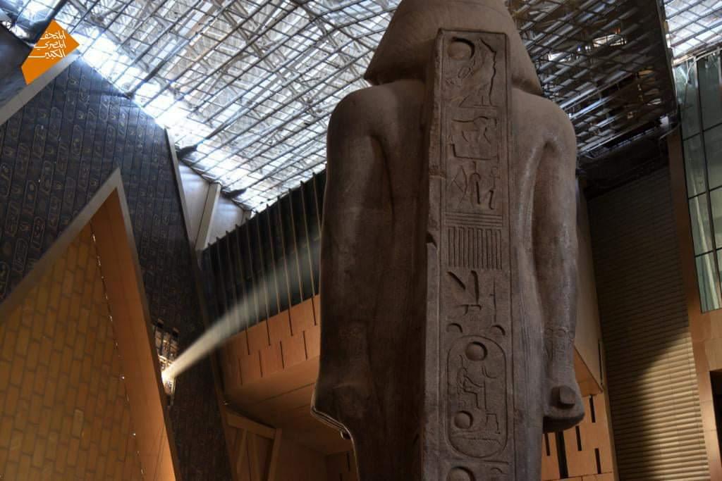 نجح أحفاد المصريين القدماء اليوم في تحقيق تعامد أشعة شروق الشمس على وجه تمثال الملك رمسيس الثاني Euw gWuWYAQmaeo