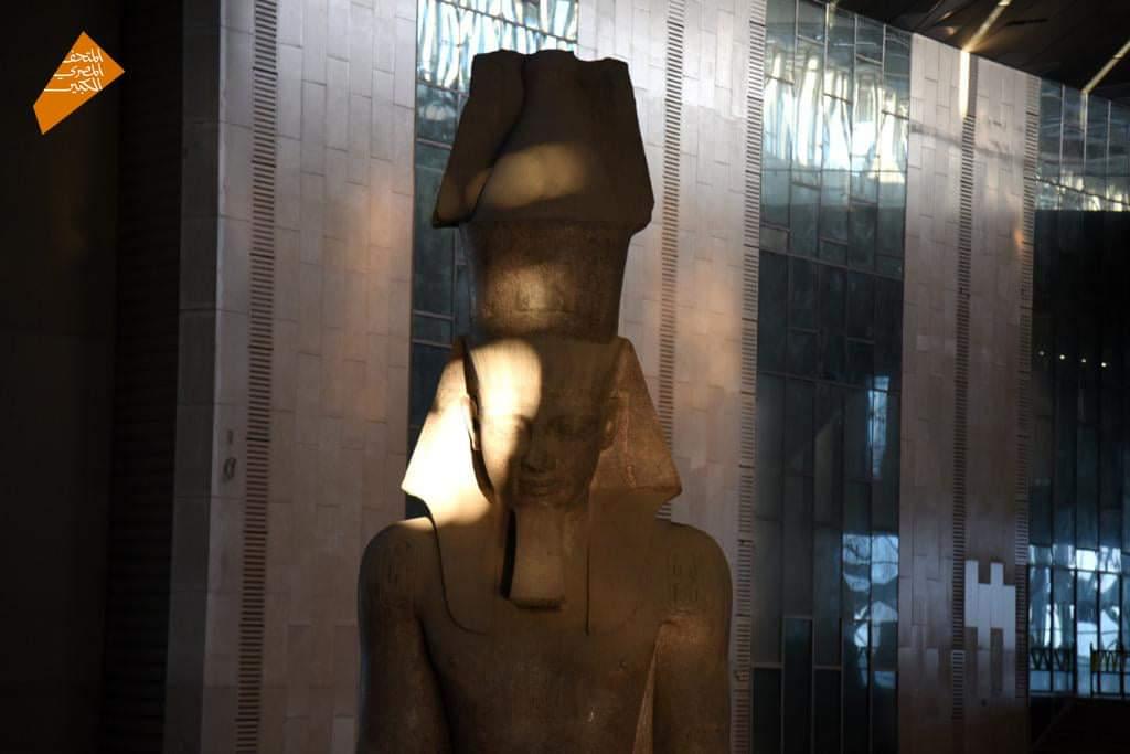 نجح أحفاد المصريين القدماء اليوم في تحقيق تعامد أشعة شروق الشمس على وجه تمثال الملك رمسيس الثاني Euw ghYXAAEchKH