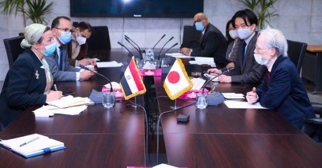 وزيرة البيئة تلتقى السفير الياباني بالقاهرة وبحث جهود الوزارة فى الحد من استخدام الأكياس البلاستيكية احادية 12376