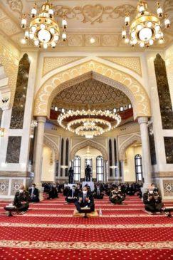 الرئيس عبدالفتاح السيسي وقادة القوات المسلحة يؤدون صلاة الجمعة بمسجد المشير بمناسبة إحتفالات مصر بذكرى يوم 15806