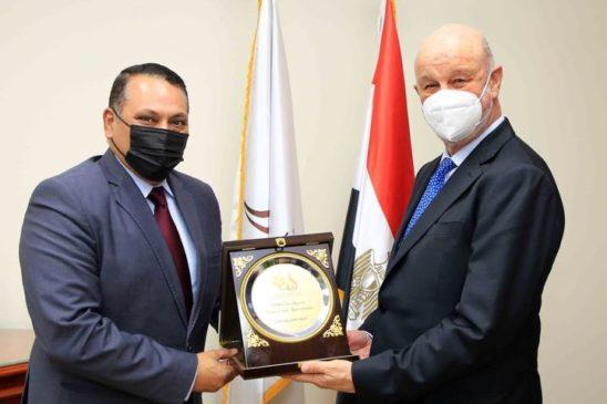 اللواء عمرو عبد الوهاب رئيس شركة تنمية الريف المصرى الجديد يستقبل سفير دولة أسبانيا لدى القاهرة 25712