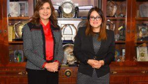وزيرة الهجرة تلتقي عفت مصطفى المختارة ضمن قائمة أقوى 100 شخصية عربية