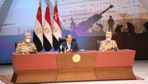 الرئيس عبد الفتاح السيسي يلتقي بقادة وضباط وضباط صف وجنود القوات المسلحة عقب انتهاء فعاليات الندوة