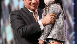 السيد الرئيس عبد الفتاح السيسي يكرم اسر الشهداء خلال الندوة التثقيفية الثالثة والثلاثون للقوات المسلحة