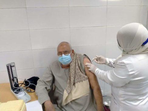 تلقي المواطنين من كبار السن وأصحاب الأمراض المزمنة لقاح فيروس كورونا (كوفيد-١٩) بمحافظة قنا للتسجيل وحجز EwDHh3iXIAgvUm