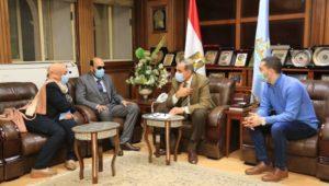 استقبل اللواء جمال نور الدين ، محافظ كفر الشيخ، الدكتور محمود سامي قنيبر، أيقونة الطب الذي فقد بصره أثناء