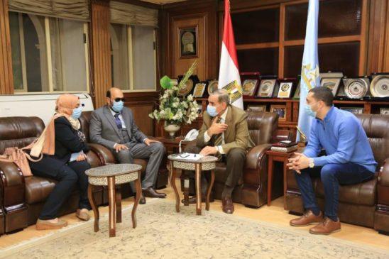 استقبل اللواء جمال نور الدين ، محافظ كفر الشيخ، الدكتور محمود سامي قنيبر، أيقونة الطب الذي فقد بصره أثناء EwEj6O9WQAI0mjj