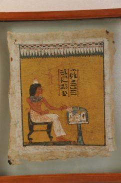 المتحف المصري يوم التراث العالمى عبرت صناعة النسيج فى مصر القديمة عن التقنيات التى تم استخدامها وصناعة EzSA4vEVgAc9ASP