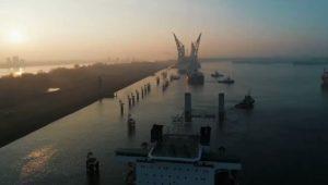 تصل مصر خلال ساعات الكراكة «مهاب مميش» أضخم الكراكات في الشرق الأوسط، حيث يصل وزنها إلى 48