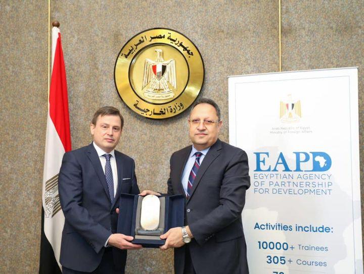 الوكالة المصرية للشراكة من أجل التنمية تبحث فرص التعاون الثلاثي في أفريقيا مع وفد مجري 15361