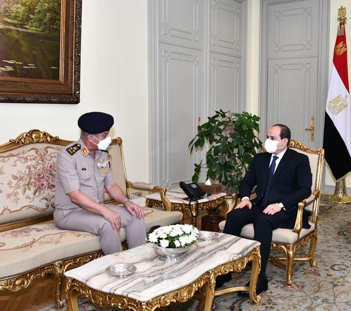 استقبل السيد الرئيس عبد الفتاح السيسي صباح اليوم الفريق أول محمد زكي القائد العام للقوات المسلحة وزير الدفاع 23884