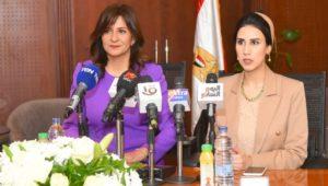السفيرة نبيلة مكرم تشهد توقيع بروتوكول بين الهجرة وحياة كريمة لتطوير القرى الأكثر تصديرا للهجرة غير