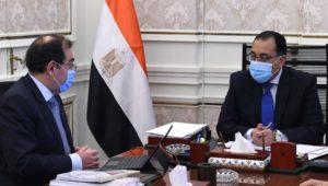رئيس الوزراء يتابع مع وزير البترول موقف تنفيذ المشروعات  12