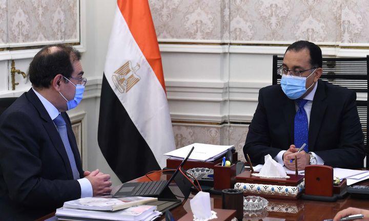 رئيس الوزراء يتابع مع وزير البترول موقف تنفيذ المشروعات 12 49990