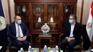 بيان صادر عن وزارة السياحة والآثار:  - وزير السياحة والآثار يلتقي بسفير المملكة الأردنية الهاشمية بالقاهرة