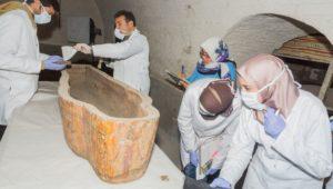 أسبوع المتاحف  شاهد أعمال توثيق وتسجيل وصيانة وحفظ التوابيت الخشبية في البدروم والطابق الثالث المتحف المصري