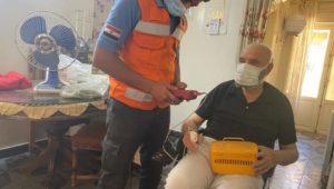 الفرق الطبية بوزارة الصحة تقوم بتطعيم المواطنين غير القادرين على الحركة بلقاح فيروس كورونا  في المنازل