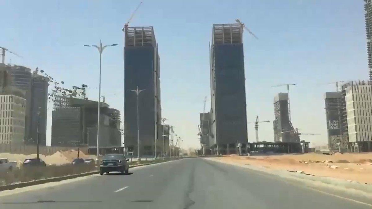 يواصل مئات الآلاف من العمال والمهندسين المصريين العمل ليلاً ونهاراً لتحويل الصحراء الى عاصمة جديدة تليق sSEDyaFWeAVuZDqw