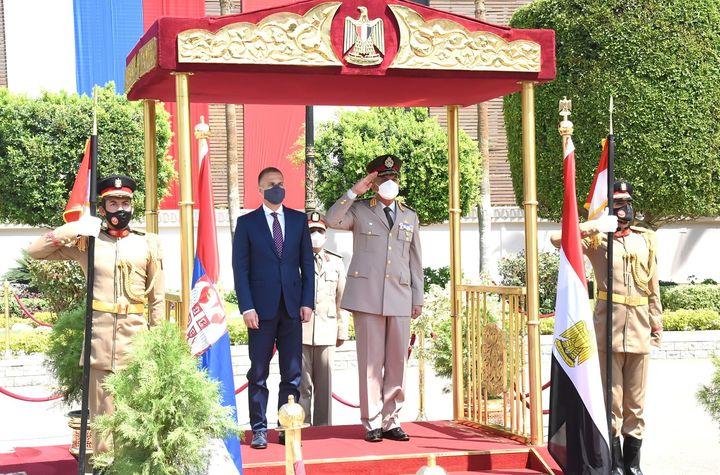 الفريق أول / محمد زكى القائد العام للقوات المسلحة وزير الدفاع والإنتاج الحربى يلتقى وزير دفاع جمهورية صربيا 91647