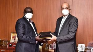 سفير مصر في كمبالا يلتقي برئيس البرلمان الأوغندي