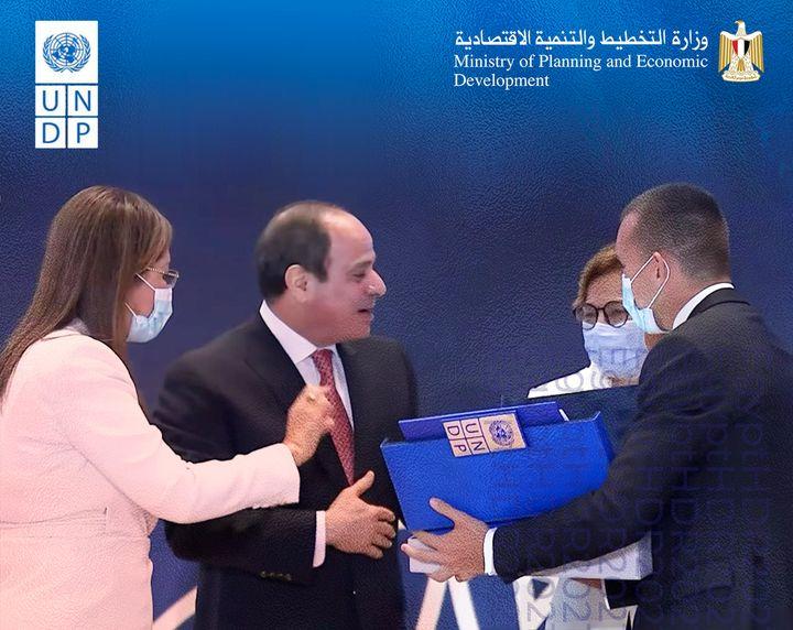 خلال تسلم السيد رئيس الجمهورية عبد الفتاح السيسى؛ نسخة تقرير التنمية البشرية فى مصر 2021 من الدكتورة هالة 37266