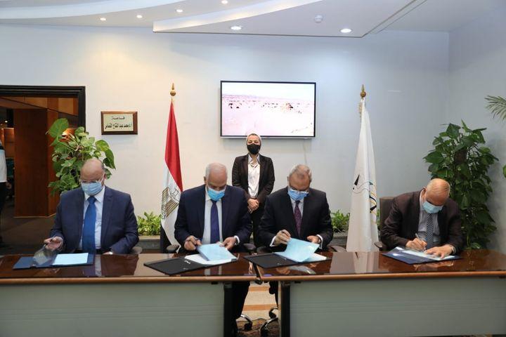 وزيرة البيئة تشهد توقيع محافظى القاهرة والجيزة والقليوبية للاتفاقية الوزارية لمشروع إدارة تلوث الهواء 63270