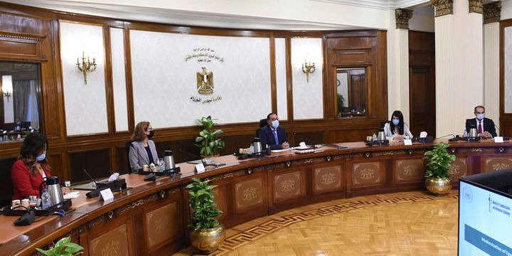 رئيس الوزراء يناقش مع بعثة البنك الدولي مشروع تحديث نظام تسجيل الأراضي والعقارات في مصر اجتمع 78749