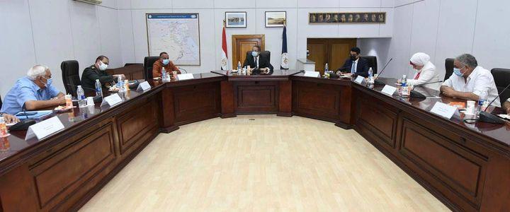 - وزير السياحة والآثار يعقد اجتماعاً موسعاً مع لجنة الإشراف على تطوير الخدمات بالمواقع الأثرية والمتاحف 95415