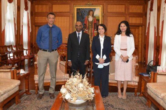 عمدة بورت لويس يستقبل السفيرة المصرية بموريشوس 56695